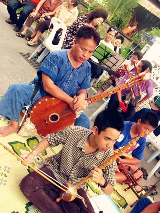 ด้านดนตรีพื้นเมืองเมืองและเยาวชนร่วมกันสืบทอดมรดกทางดนตรี